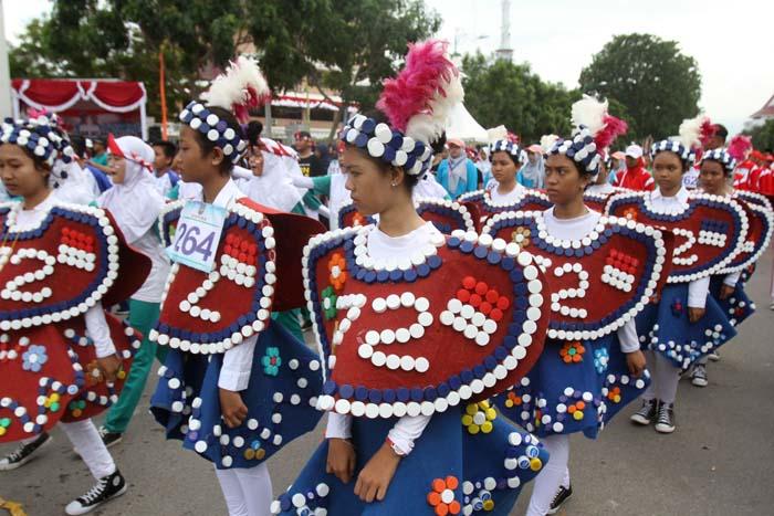 Perlombaan Gerak Jalan HUT RI 72 Kota Batam diikuti peserta dengan kostum beragam dan menarik