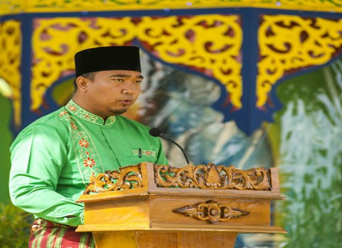 Ketua Panitia MTQ  Kecamatan Palmatak, Redo Lithory Fourty Grav, menyampaikan laporan pelaksanaan MTQ.