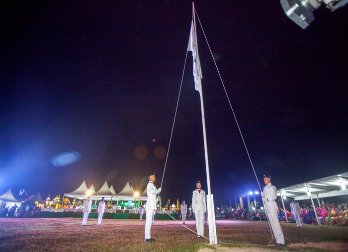 Pengibaran Bendera MTQ ke-V oleh Paskibra SMA Jemaja