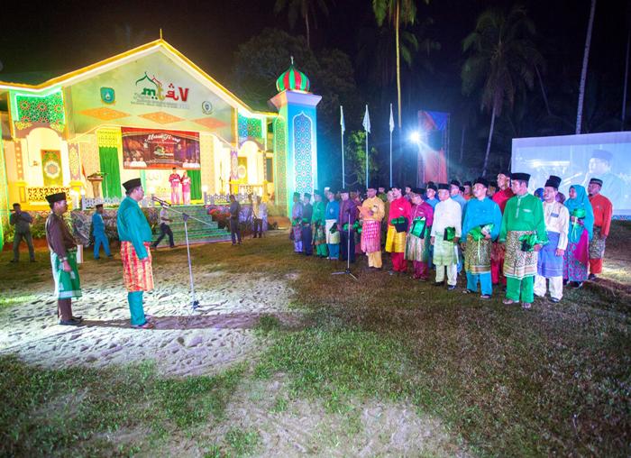 Bupati Kabupaten Kepulauan Anambas, Abdul Haris melantik Ketua dan Anggota Dewan Hakim MTQ ke-V
