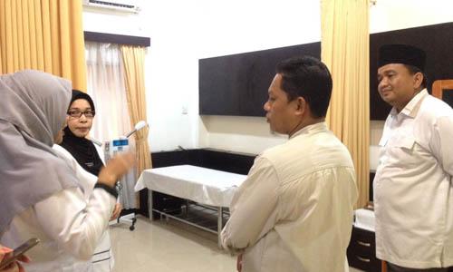 Wakil Ketua I DPRD Kota Tanjungpinang, Ade Angga bersama Ketua Komisi I DPRD Tanjungpinang, Maskur melihat Edotel, Hotel komersial yang dikelola SMK Negeri 2 Tanjungpinang