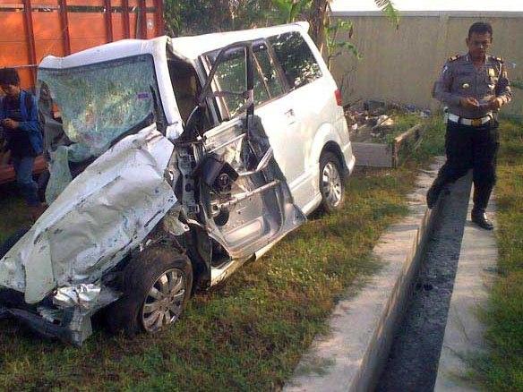 95931_4-tewas-dalam-kecelakaan-mobil-dengan-dengan-bus-po-mila-sejahtera.jpg