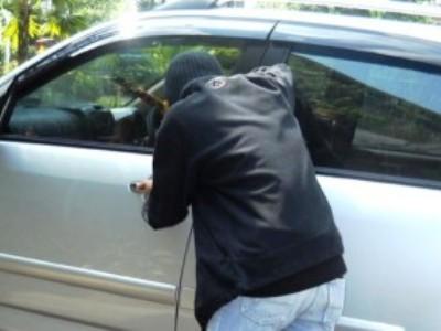 Pencurian-Mobil.jpg