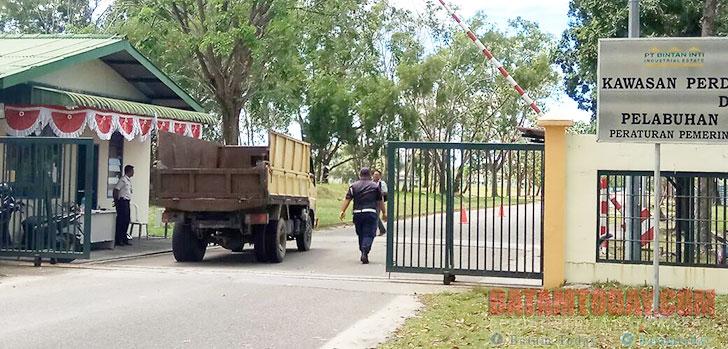 Pintu-gerbang-KIB-Lobam.jpg