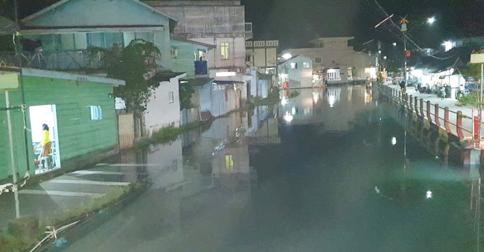 banjir-rob-anambas.jpg