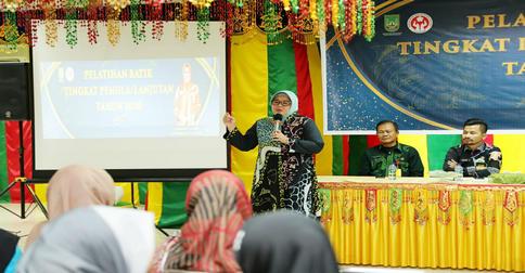 batik_batam_istri_walikota_batam.jpg
