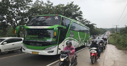 bus-mogok1.jpg