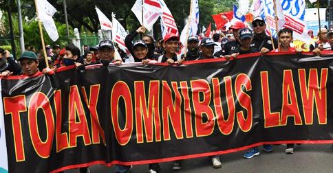demo-buruh-tolak-omnibus-law1.jpg