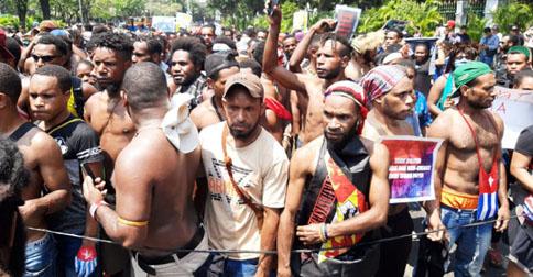 demo-warga-papua-di-depan-istana2.jpg