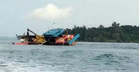 kapal-karam1.jpg