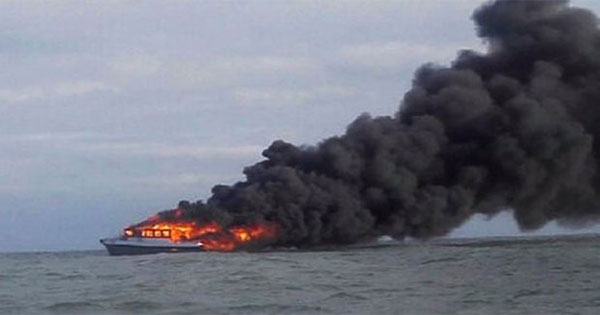 kapal-terbakar11.jpg