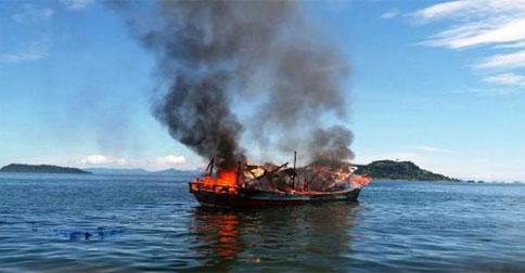 kapal-terbakar12.jpg