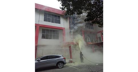 kebakaran_telkomsel_pku.jpg