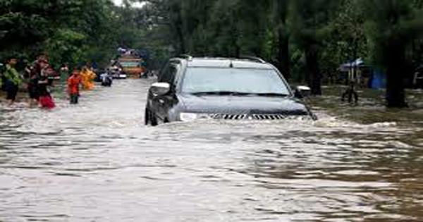 mobil-banjir.jpg