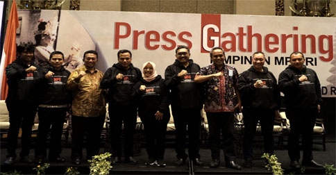 press-gathering-mpr1.jpg